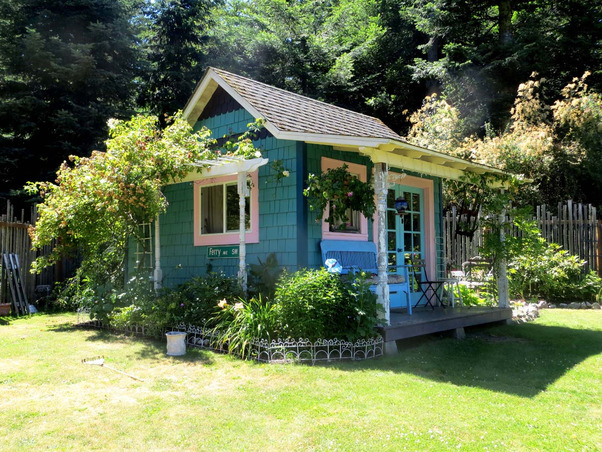 Turning an Ordinary Garden Shed into a Splendid Guesthouse